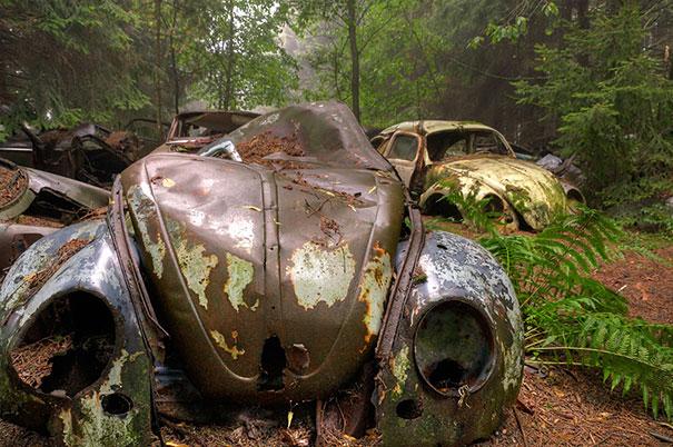chatillon-car-graveyard-abandoned-cars-cemetery-belgium-2