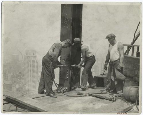 vintage-empire-state-building-costruzione-foto-di-Lewis-Wickes-hine-1931-1910
