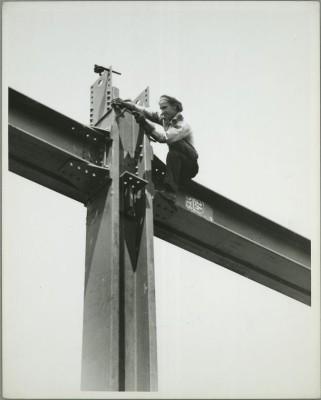 vintage-empire-state-building-costruzione-foto-di-Lewis-Wickes-hine-1931-1911