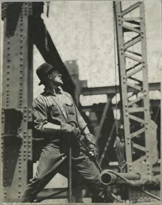 vintage-empire-state-building-costruzione-foto-di-Lewis-Wickes-hine-1931-1916
