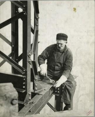 vintage-empire-state-building-costruzione-foto-di-Lewis-Wickes-hine-1931-1917