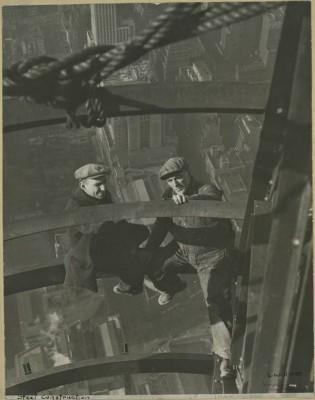 vintage-empire-state-building-costruzione-foto-di-Lewis-Wickes-hine-1931-1919