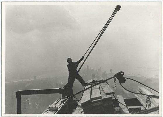 vintage-empire-state-building-costruzione-foto-di-Lewis-Wickes-hine-1931-2