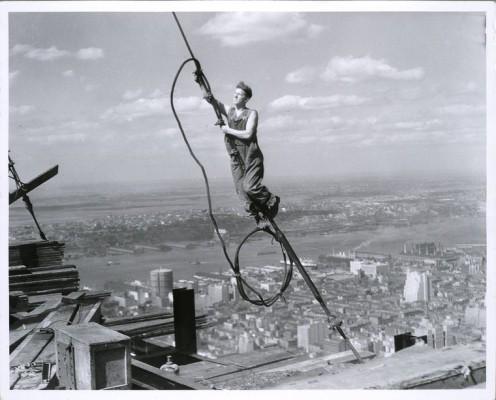 vintage-empire-state-building-costruzione-foto-di-Lewis-Wickes-hine-1931-1929