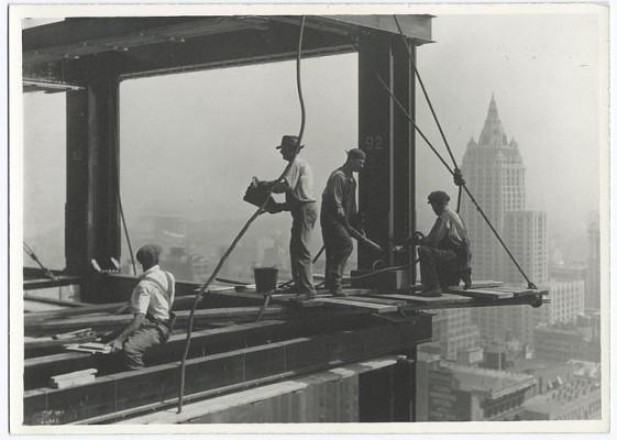 vintage-empire-state-building-costruzione-foto-di-Lewis-Wickes-hine-1931-5
