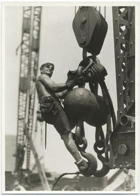 vintage-empire-state-building-costruzione-foto-di-Lewis-Wickes-hine-1931-7