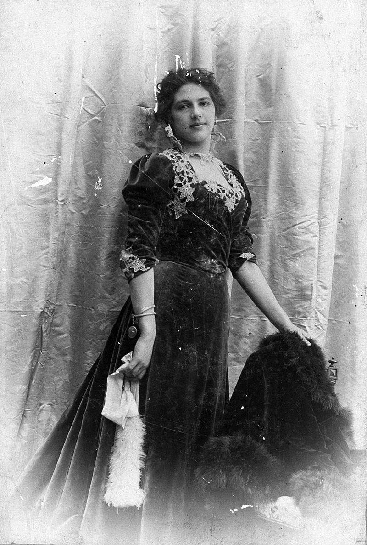 Margaretha Geertruida MacLeod-Zelle in the Dutch East Indies.Source
