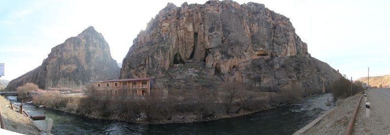1280px-Areni-1_cave_panorama.jpg