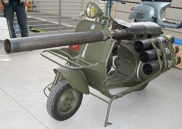 Vespa militare (via thevintagenews.co)