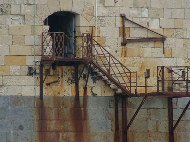 An entry of Fort Boyard, Author: Jebulon, CC BY-SA 3.0