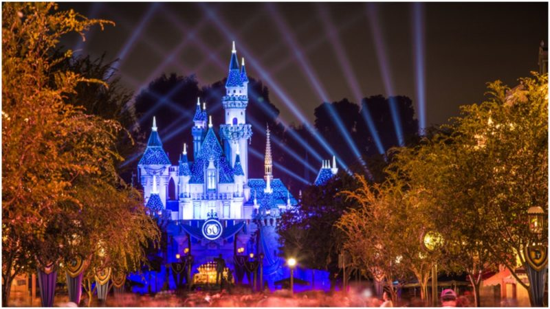Cinderella Castle Christmas Lights.The Cinderella Castle In Disney World Has A Suite That Was