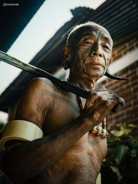 1d4e12f12 A photographer captured the last tattooed headhunters of India's ...