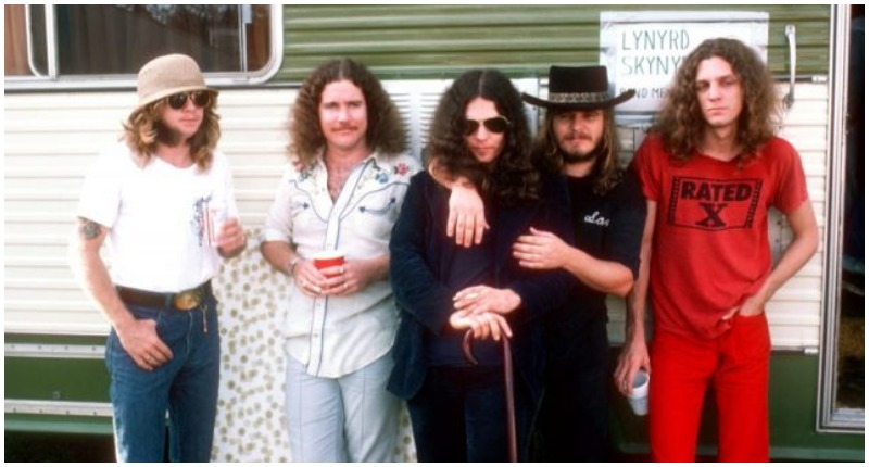 Lynyrd Skynyrd in 1976 (L-R Leon Wilkeson, Billy Powell, Gary Rossington, Ronnie Van Zant and Allen Collins). Photo by Michael Ochs Archives/Getty Images