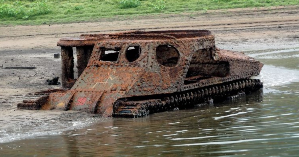An old US Army tank sits in Lake Burragorang. (Water NSW)