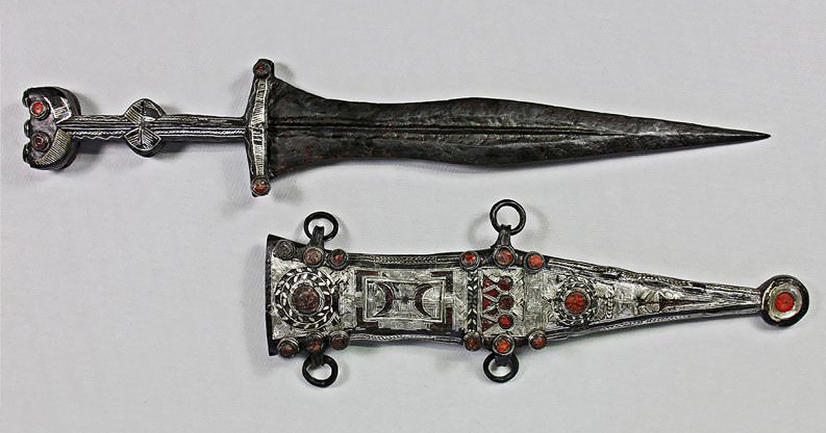 The restored Roman dagger and sheath,. (LWL / Eugen Müsch)