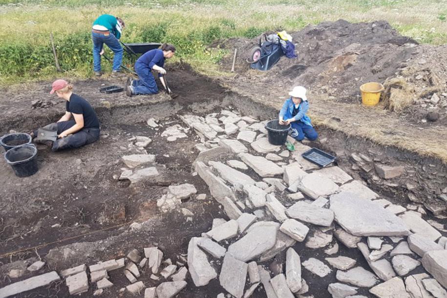 Archaeologists Unearth Viking Drinking Hall on Scottish Island