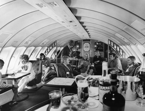 First class upper deck lounge on a Boeing 747