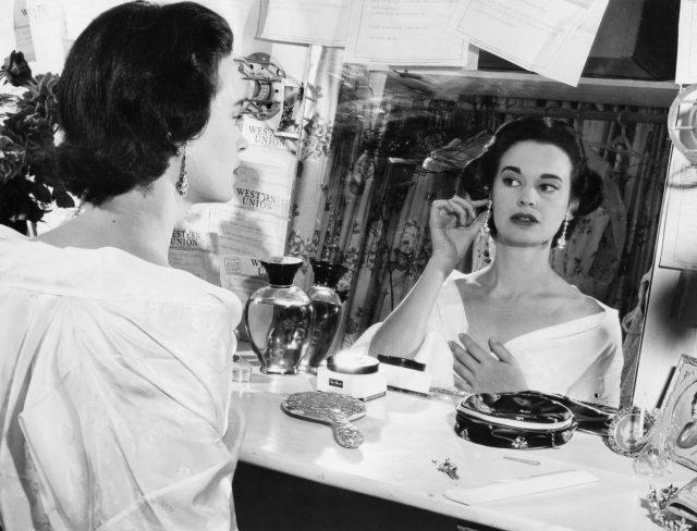 Gloria Vanderbilt, 1954