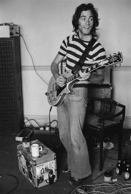 Replacement guitarist Bob Weston